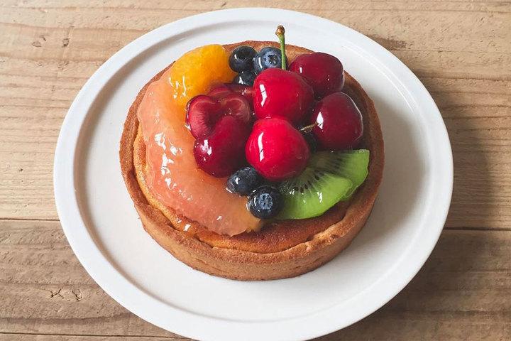 バースデーケーキにフルーツタルトが加わりました