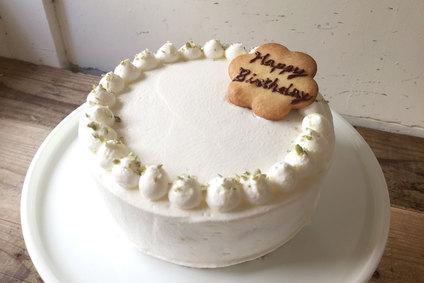 バースデーケーキに「桃のショートケーキ」が登場です