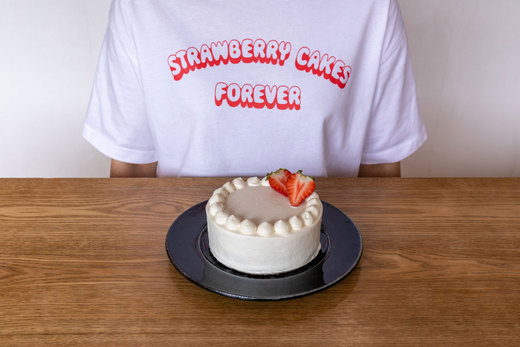 T-Shirt「STRAWBERRY CAKES FOREVER」クッキー付 販売中