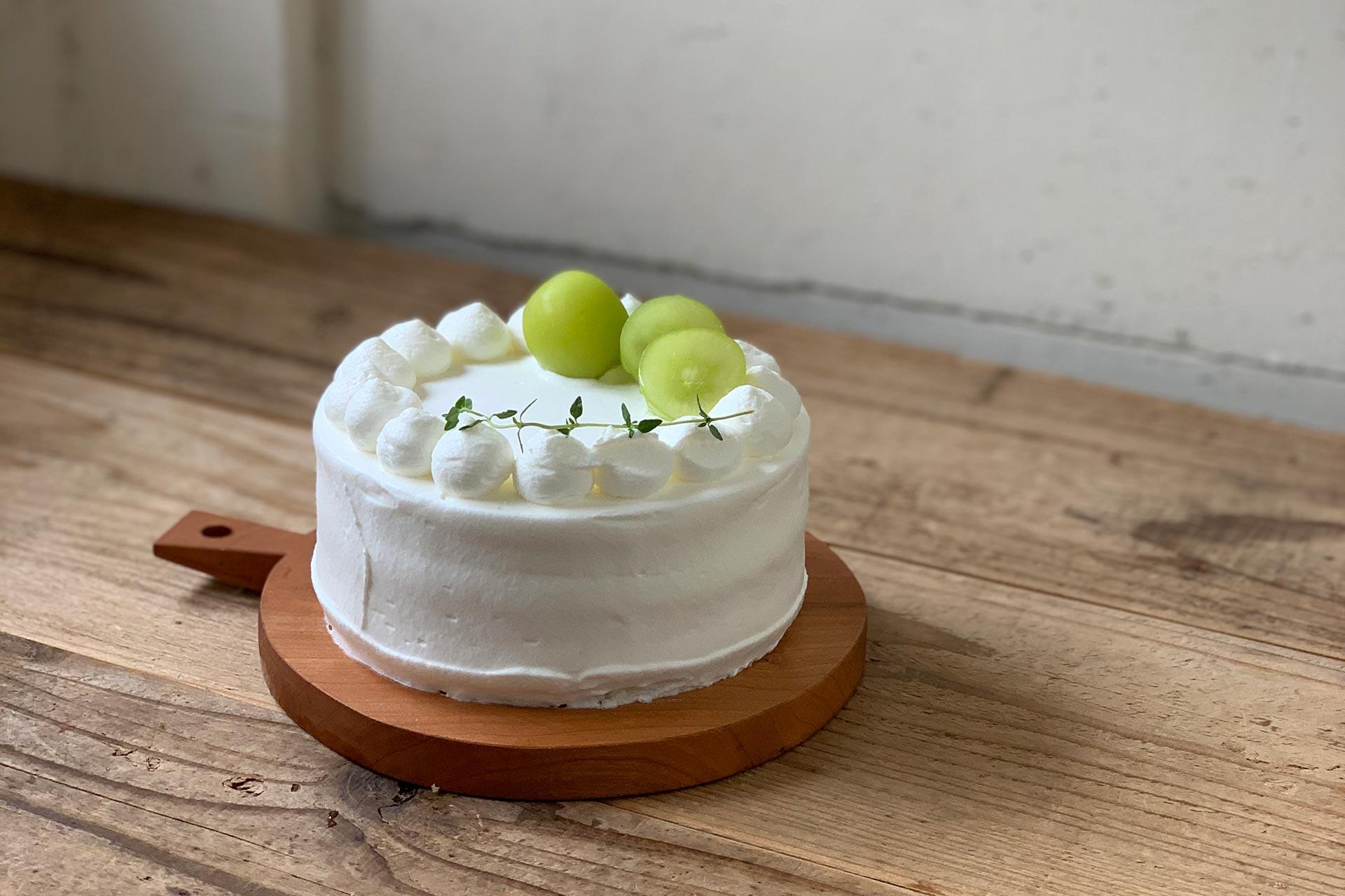 ショートケーキ、ホールケーキともに桃からぶどうに変わります