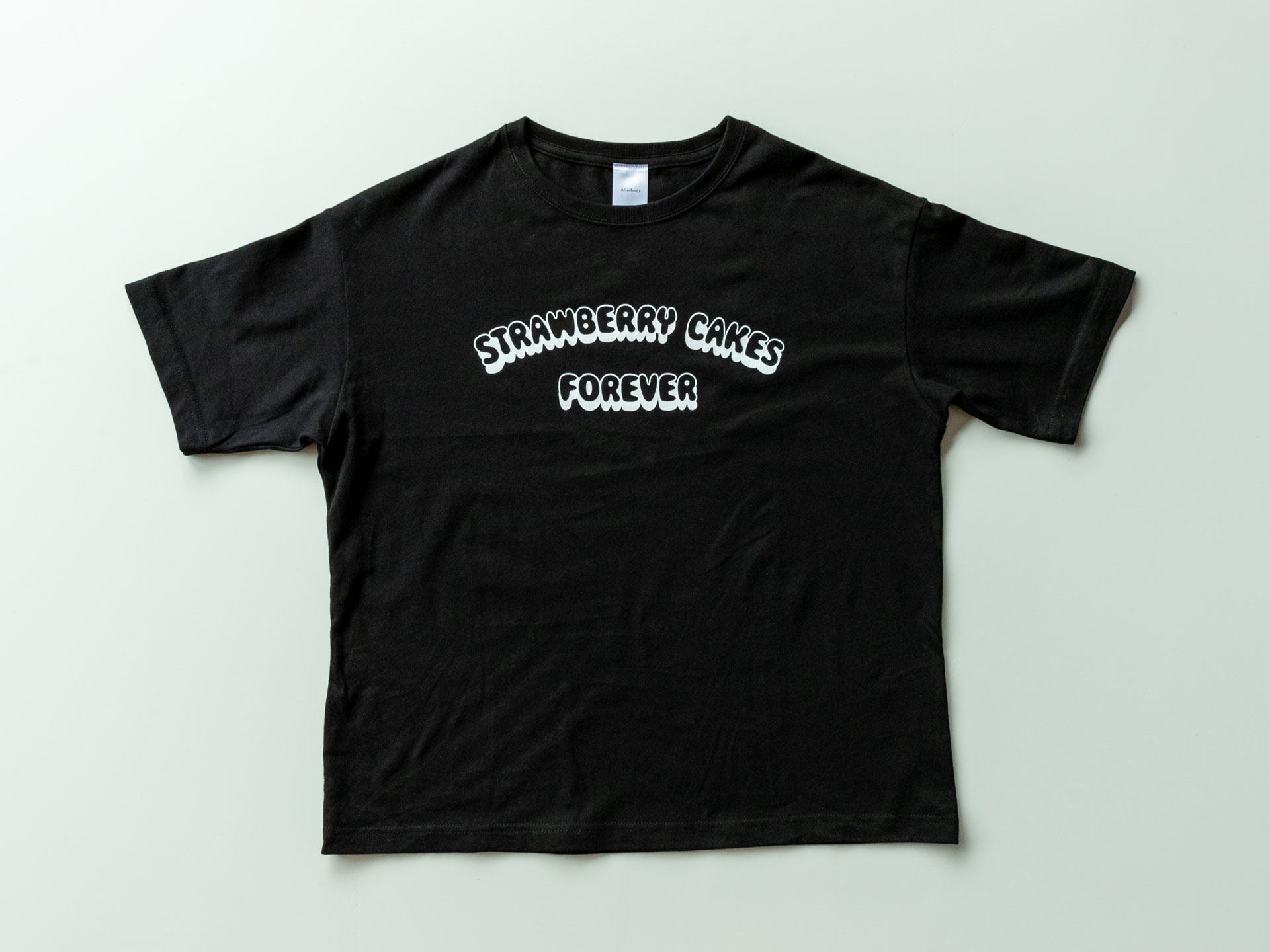 Afterhours T-Shirt「STRAWBERRY CAKES FOREVER」