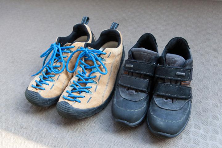 山歩きで使った靴を手入れして靴箱へ