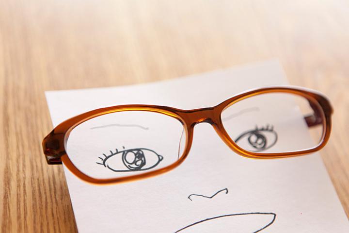 白山眼鏡店のセルフレーム磨きは無料。ピカピカに蘇る。