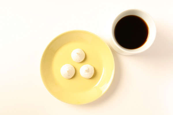 cake with coffee, and 80mm