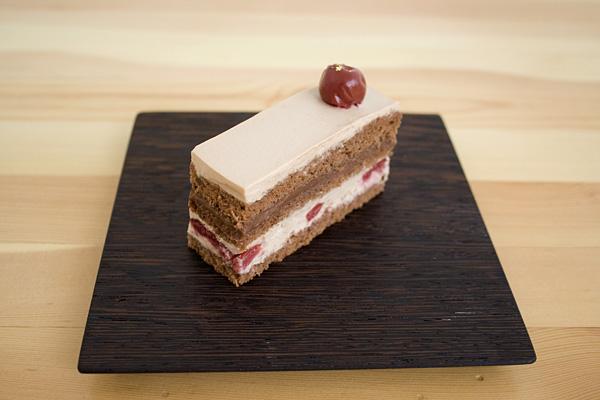 Afterhoursのチェリーのチョコレートショートケーキ