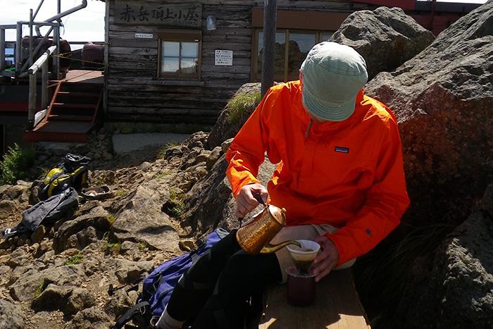 山でコーヒーを淹れるポットを考える