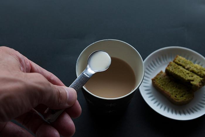 カフェオレの隠し味に生クリームを小さじ1追加
